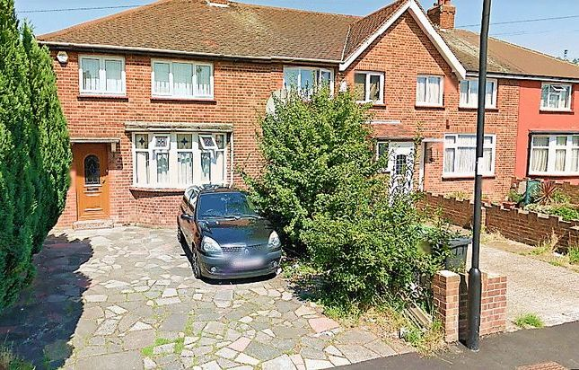Thumbnail Terraced house for sale in Mansfield Close, London