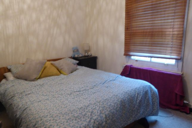 Bedroom of Queen's Cottages, Reading RG1
