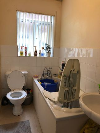 Bathroom/WC of Baguley Crescent, Manchester M24