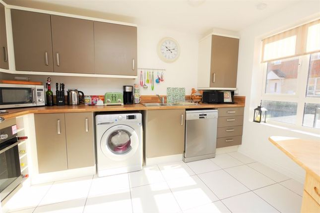 Kitchen of Raven Road, Didcot OX11