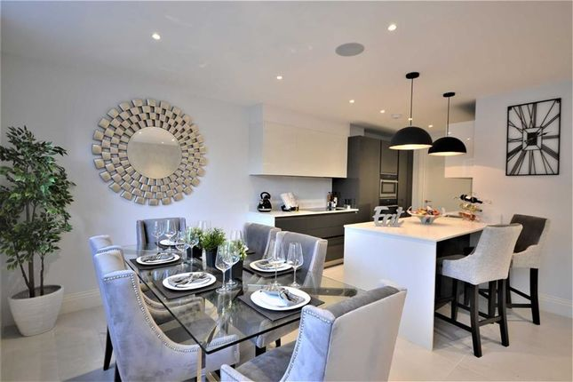 Thumbnail Flat to rent in Crestbay House, Hadley Wood, Hertfordshire