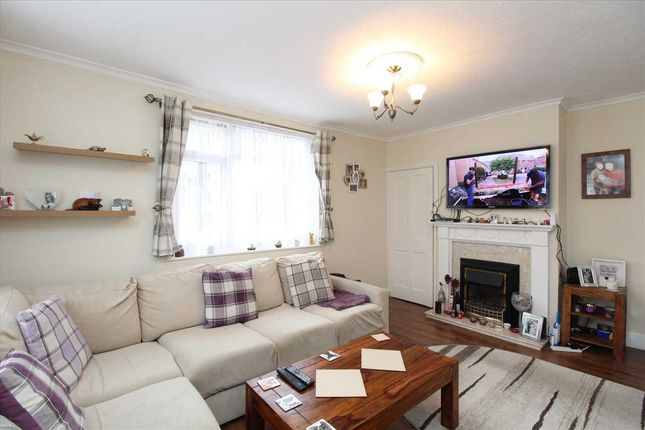 Lounge of Sutton Court Drive, Rochford SS4