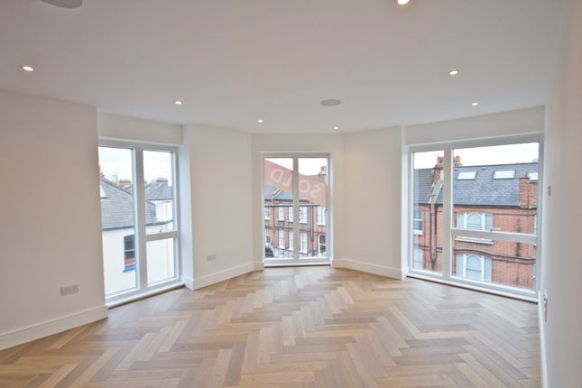 Thumbnail Flat to rent in 100 New Kings Road, Fulham
