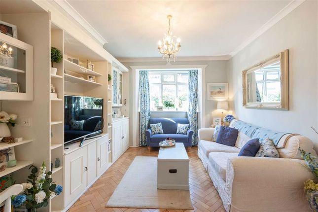 Flat for sale in Cowper Road, London