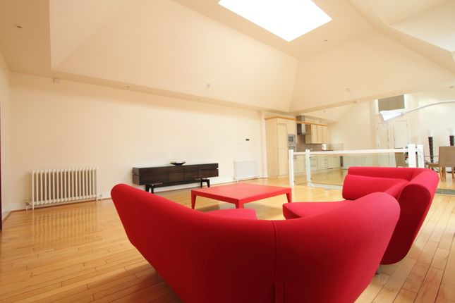 Thumbnail Mews house to rent in Victoria Mews, London