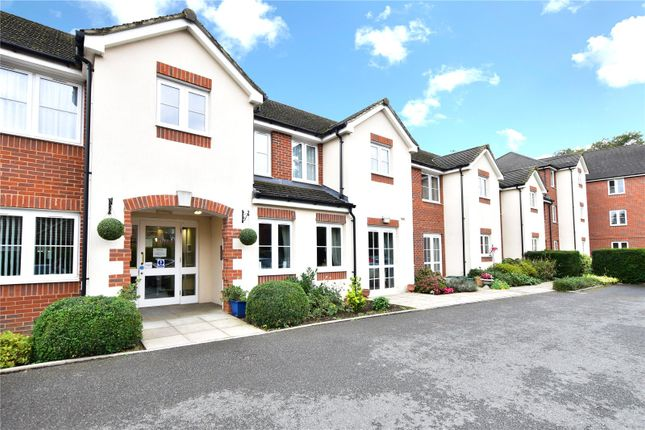Thumbnail Flat for sale in Pheasants Court, Holtsmere Close, Watford, Hertfordshire