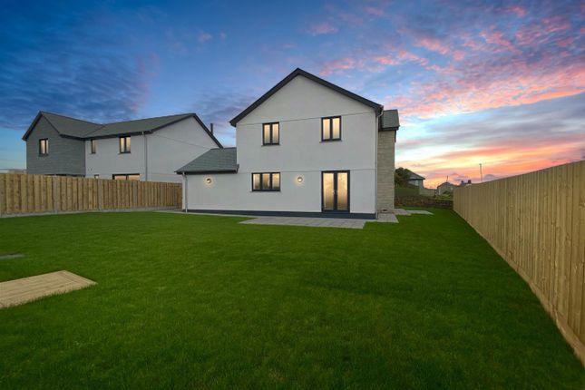 Thumbnail Detached house for sale in Meadow View, Crowntown, Helston