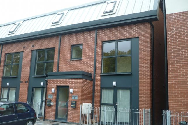 2 bed flat to rent in Rodney Road, Newport