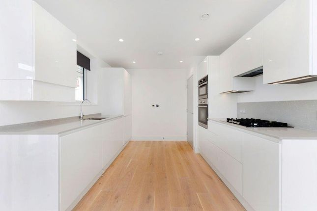 2 bed flat to rent in Ealing Green, Ealing, London