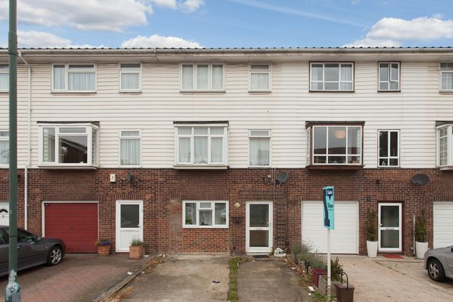 Thumbnail Town house for sale in Glendale Way, London