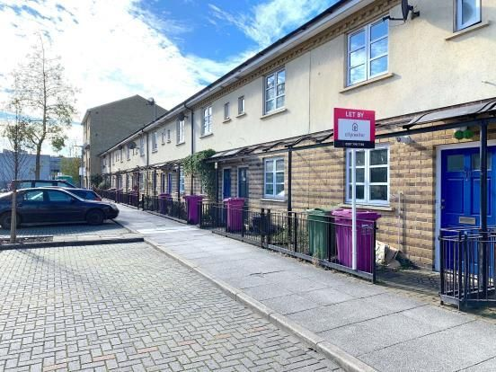 Thumbnail Property for sale in Hainton Close, London
