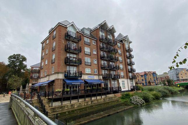 Thumbnail Flat to rent in Oakbark House., Brentford.
