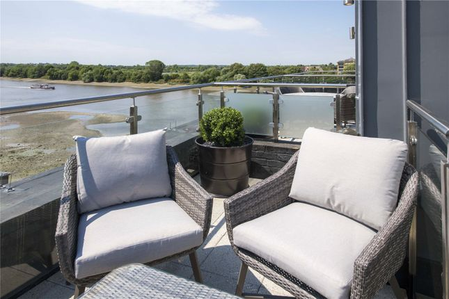 Flat to rent in Palace Wharf, Rainville Road, London