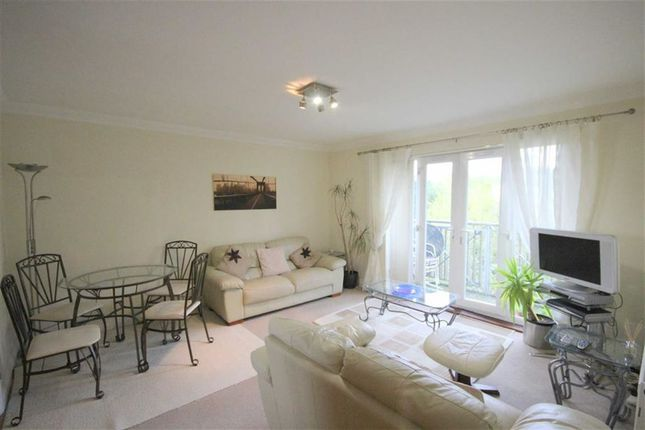 Thumbnail Flat to rent in Queensgate, Swindon, Wiltshire