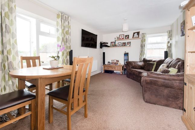 Thumbnail Flat for sale in Leycester Close, Harbury, Leamington Spa