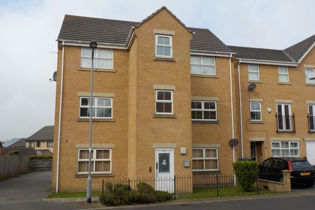 Thumbnail Flat to rent in Alred Court, Bradford