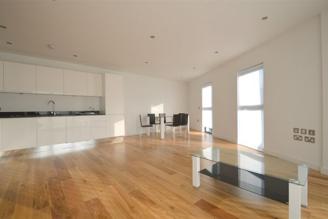 3 bed flat to rent in Mildmay Place, Boleyn Road, London