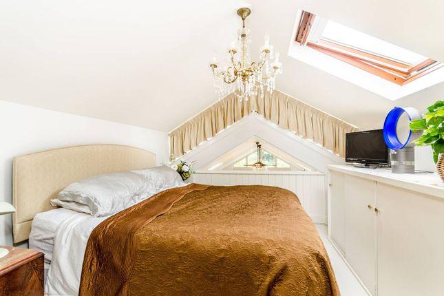 Thumbnail Cottage to rent in Eel Pie Island, Twickenham