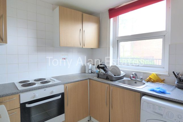 Thumbnail Maisonette to rent in Mowatt Close, London