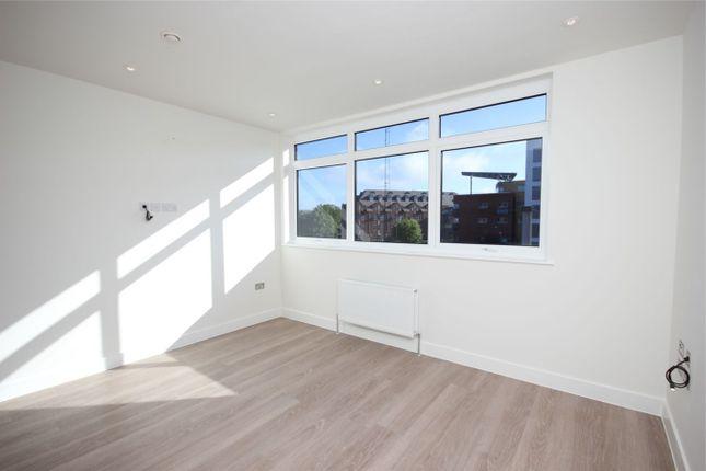 Thumbnail Flat to rent in Ridgmont Road, St Albans