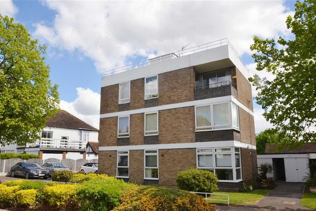 Thumbnail Flat to rent in Chalkwell Avenue, Westcliff-On-Sea, Essex
