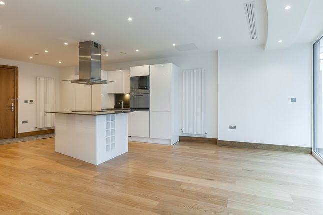 Thumbnail Flat to rent in Bondway, London