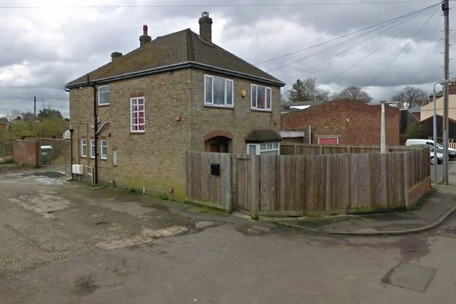 Thumbnail Flat to rent in Willow Walk, Spalding