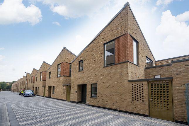 Thumbnail Mews house to rent in White Bear Lane, Hounslow