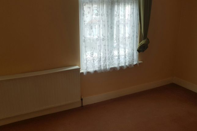 Thumbnail Flat to rent in Grangewood Avenue, Rainham