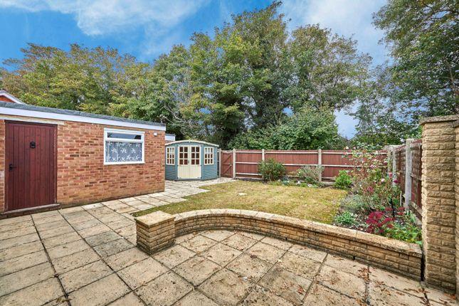 Picture No. 03 of Hobbs Close, St. Albans, Hertfordshire AL4