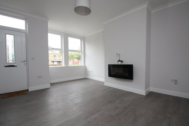 Thumbnail End terrace house to rent in Henley Crescent, Bramley