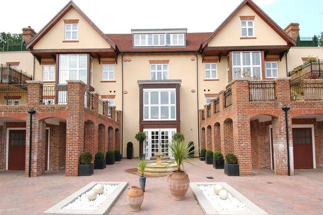 3 bed flat for sale in Duggan Drive, Chislehurst BR7