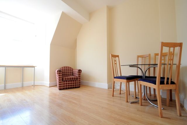 Thumbnail Flat to rent in Cobourg Road, Burgess Park, London