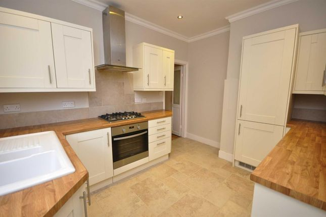 2 bed maisonette to rent in University Road, Colliers Wood, London
