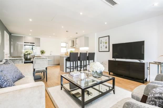 Thumbnail Flat for sale in Granville Road, Childs Hill, London