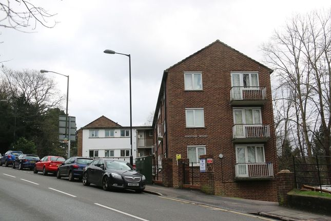 2 Bedroom Flat Within Minutes Walk To Purley Br And The High-Street