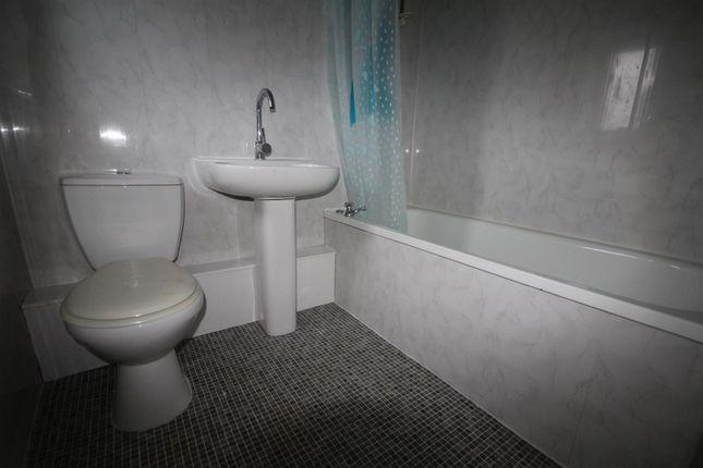 10 Birdwood Road Bathroom (3)
