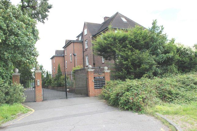 2 bed flat to rent in Tyler House, Blackheath