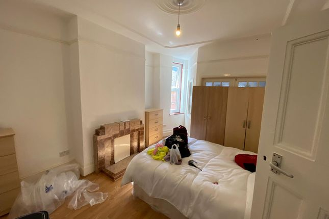 Thumbnail Flat to rent in Lodge Drive, Palmers Green
