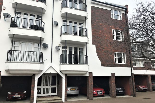 Thumbnail Flat to rent in Waldair Court, Docklands
