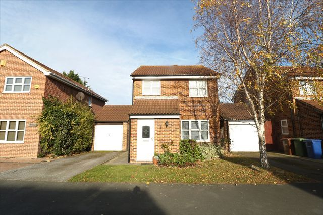 Thumbnail Detached house to rent in Curling Lane, Badgers Dene, Grays
