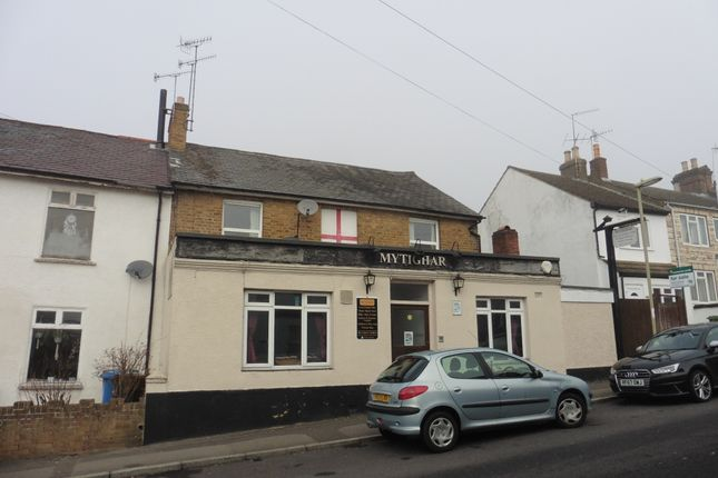 Pub/bar for sale in Waterloo Road, Aldershot
