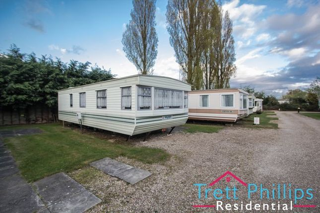 2 bed mobile/park home for sale in Bridge Road, Potter Heigham, Great Yarmouth
