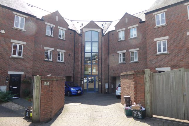 Thumbnail Flat to rent in Geoffrey Farrant Walk, Taunton