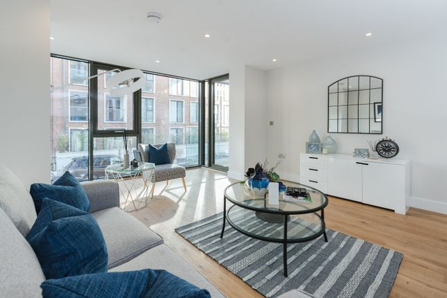 Thumbnail Flat for sale in Marsham House, Station Road, Gerrards Cross