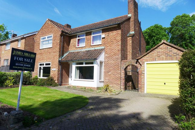 Thumbnail Detached house for sale in Hadlow Road, Tonbridge
