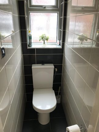 WC Room of Peveril Close, Whitefield M45