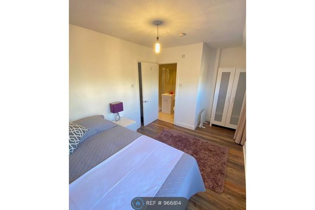 Room to rent in (Room 1) Heron Place, London SE16