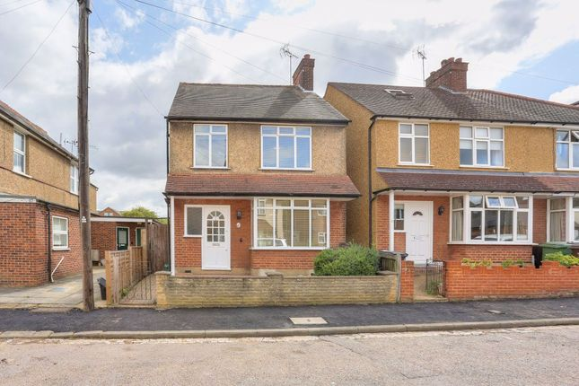 3 bed property to rent in College Road, St.Albans AL1