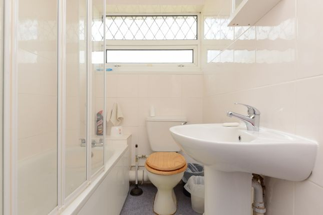 Bathroom of Ancress Close, Canterbury CT2